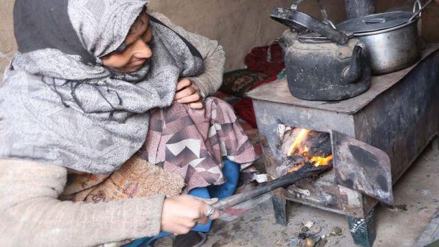 Yadda murhu yake ci da itace a Afghanistan