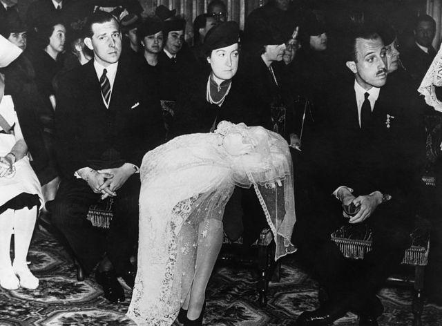 El bautizo de Juan Carlos I en roma el 13 de marzo de 1939. Sostiene al bebé su madre la princesa María de las Mercedes y junto a ella está Juan de Borbón, el conde de Barcelona.