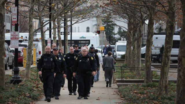 """""""Los agentes, como el resto de nosotros, tienen ese sesgo implícito y vinculan a los negros con el crimen"""", dice Lorie Fridell."""