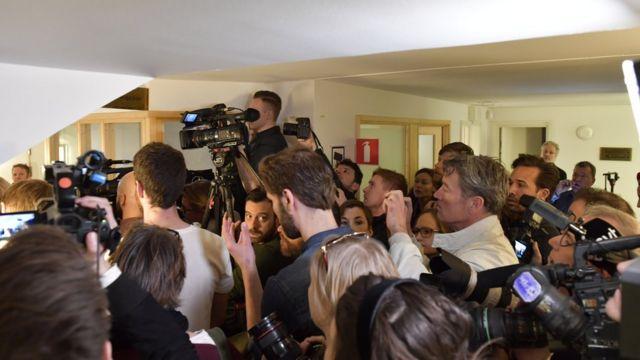 ကြားနားမှုကို တံခါးပိတ် ပြုလုပ် ခဲ့တာ ဖြစ်ပေမယ့် သတင်းသမားတွေနဲ့ ပြည့်နေခဲ့