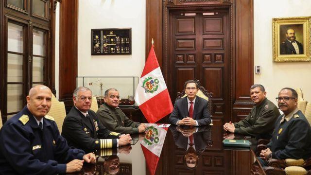 Martín Vizcarra, presidente de Perú, reunido con los altos mandos de las Fuerzas Armadas de su país.