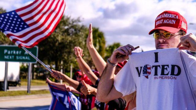 Seguidores de Trump lo reciben en Palm Beach