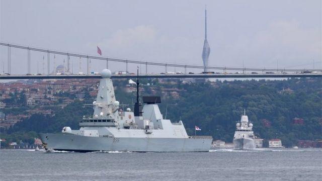 """Kraliyet Donanması'nın Type 45 destroyeri """"HMS Savunucusu"""", 14 Haziran'da İstanbul Boğazı'nı geçerek Karadeniz'e geçmişti."""