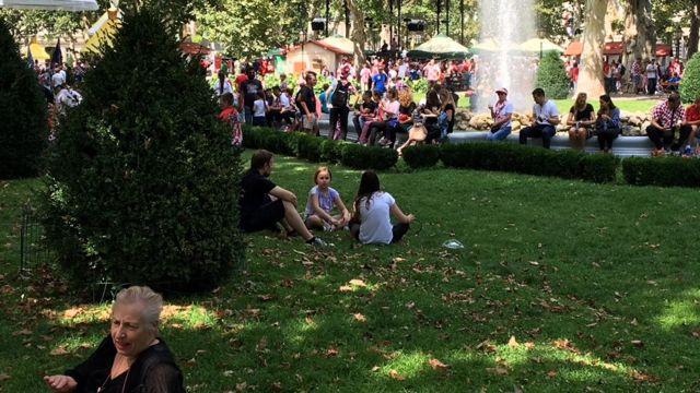 Navijači u parku