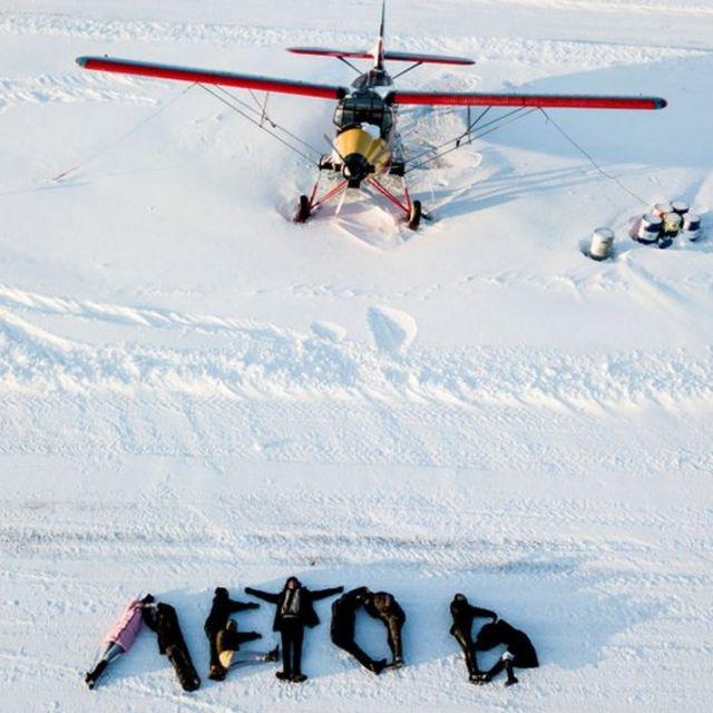 """Люди на снегу на аэродроме выложили надпись """"Летов"""""""