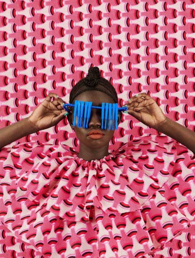أعمال المصورة الكينية ثانديوي موريو