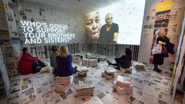 Público na instalação Cicatriz em Londres