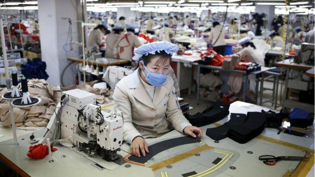 開城工業団地で働く北朝鮮の労働者