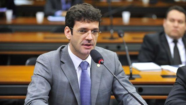 Marcelo Álvaro Antônio em reunião na Câmara em 26/5/2015