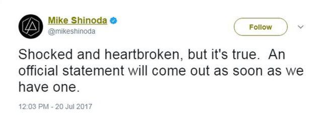 リンキン・パークの結成メンバー、マイク・シノダさんは「衝撃で打ちのめされているけど、本当だ。まとまり次第、公式コメントを発表する」とツイートし、ベニントンさんの死を確認した