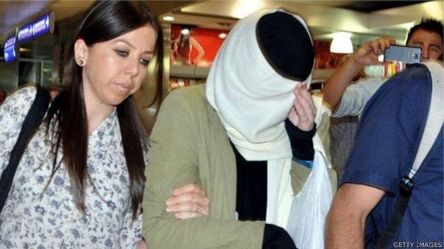 Варвара Караулова 2015-жылы июнь айында жоголуп кетип, Түркиянын Сирия менен чектешкен аймагындагы Килис шаарында кармалган.