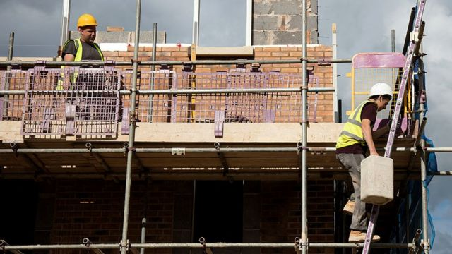 Homes being constructed on a housing estate on the edge of Bristol, 8 Oct 2015