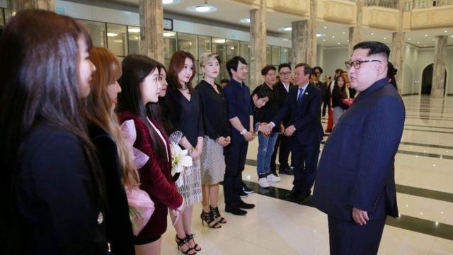 رهبر کره شمالی و ستارگان موسیقی کره جنوبی