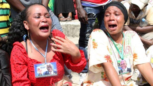 Los dolientes lloraron en el funeral de estado de Magufuli