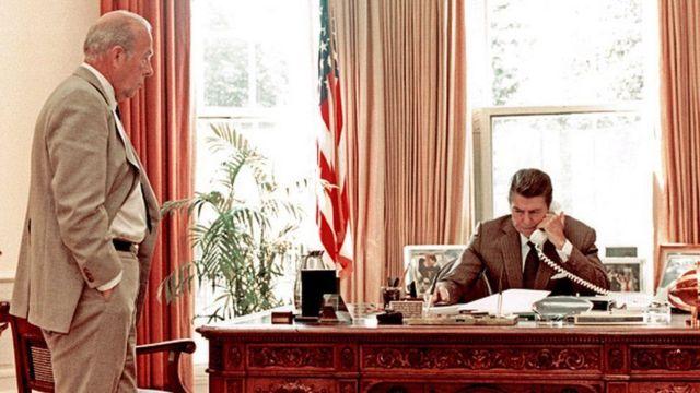 Wuxuu xilal kala duwan ka qabtay xukuumadahii saddex Madaxweyne oo Jamhuuriya - Dwight Eisenhower, Richard Nixon iyo Ronald Reagan