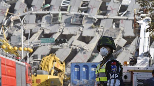 台南を襲った地震の犠牲者は複合型高層マンション「維冠金龍大樓」に集中した