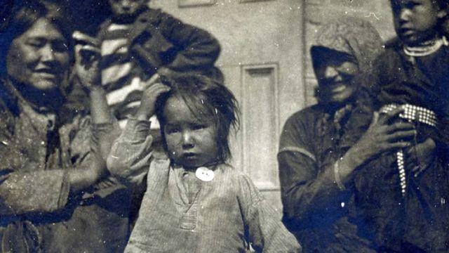 Niños indígenas en Canadá