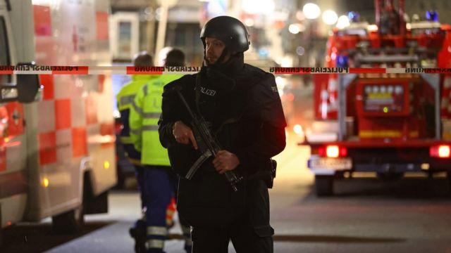 Police at scene of Hanau shooting
