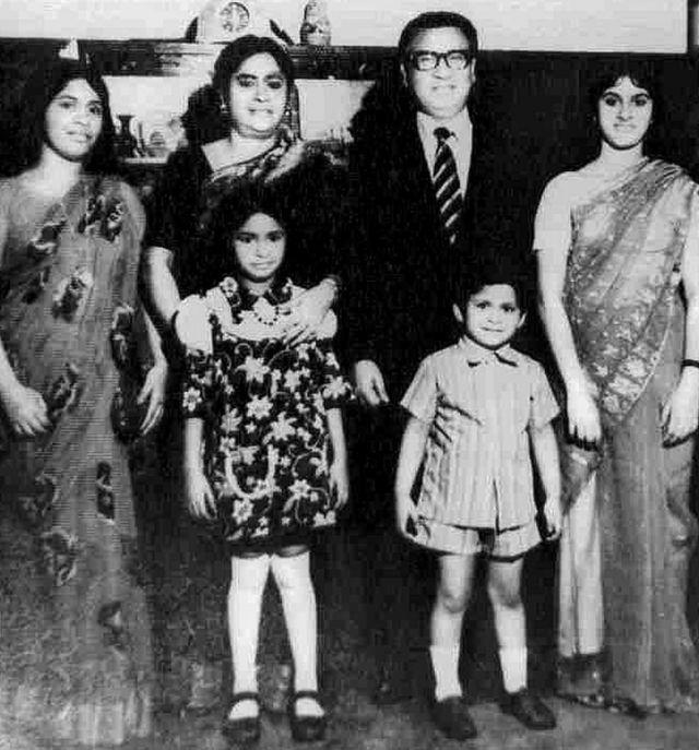 ताजुद्दीन अहमद अपने परिवार के साथ