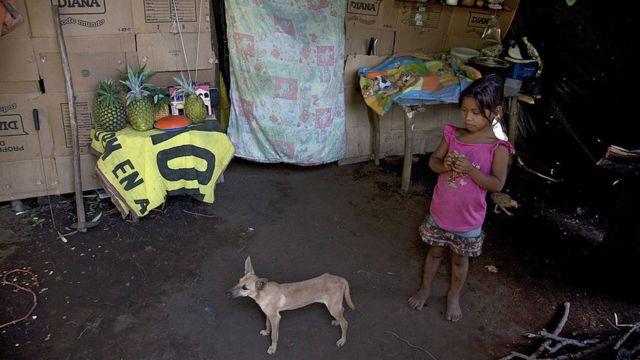 Una niña de escasos recursos de Nicaragua.