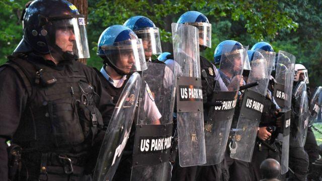 Agentes de Policía de Parques.