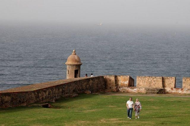 Una pareja en el fuerte de San Cristóbal, de San Juan, Puerto Rico