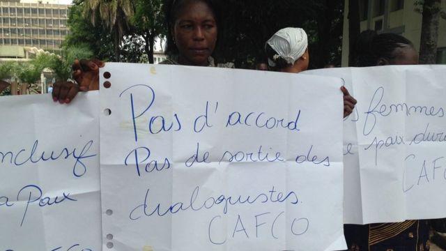 Une vingtaine de femmes congolaises manifestent devant le centre interdiocésain de Kinshasa