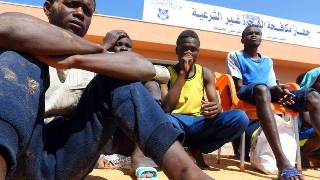 Plus de 95 migrants africains sont portés disparus et une vingtaine rescapés après le naufrage d'une embarcation au large de la Libye