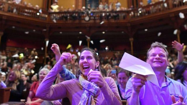 El auditorio celebra en los IG Nobel