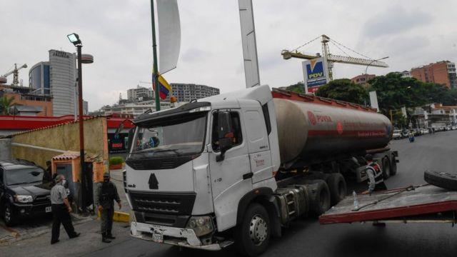 Una gandola de combustible de Pdvsa.