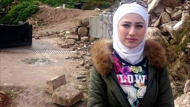 Mariam Hammad en la calle en Alepo, Siria.