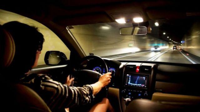 ملاحة القصور الذاتي هي التي تمدك بالمعلومات عن الموقع عند فقدان إشارات نظام تحديد المواقع العالمي في سيارتك داخل نفق