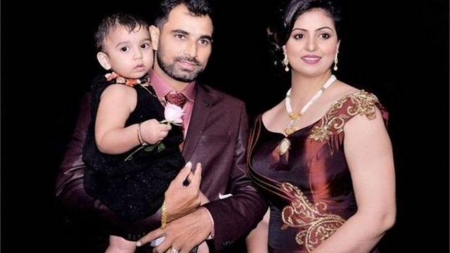 मोहम्मद शमी अपनी पत्नी हसीन के साथ