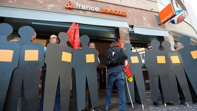 protestos em frente à France Télécom