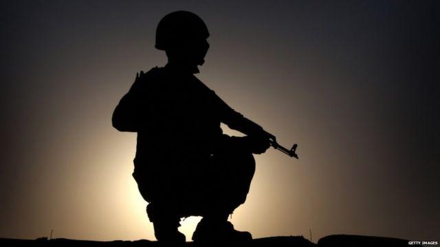 イラク北部に展開するクルド人戦闘員