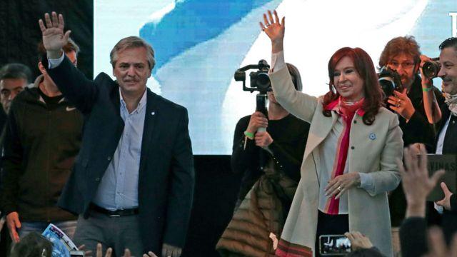Alberto Fernández y Cristina Fernández de Kirchner durante un acto electoral.