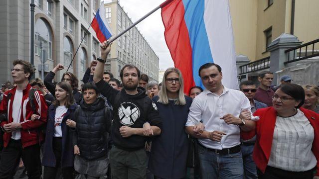 Юлия Галямина, Иван Жданов, Любовь Соболь на незапланированном шествии 14 июля)
