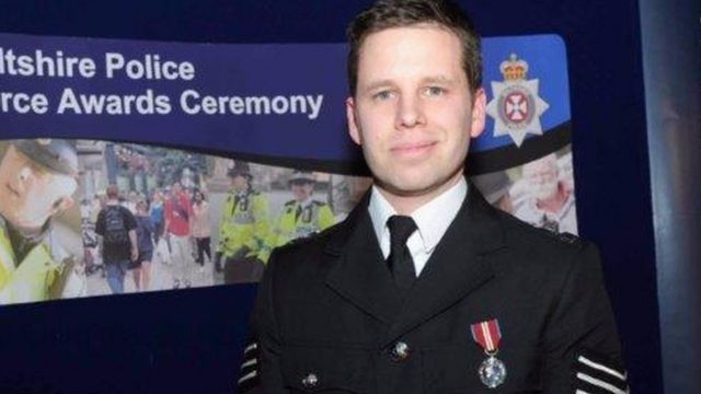 Poručnik Nik Bejli snimljen na dodeli priznanja