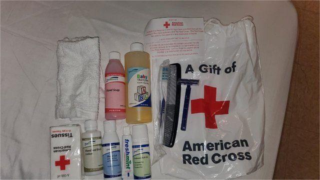 نمونهای از یکی از بستههای مواد بهداشتی که به پناهجوها داده میشود