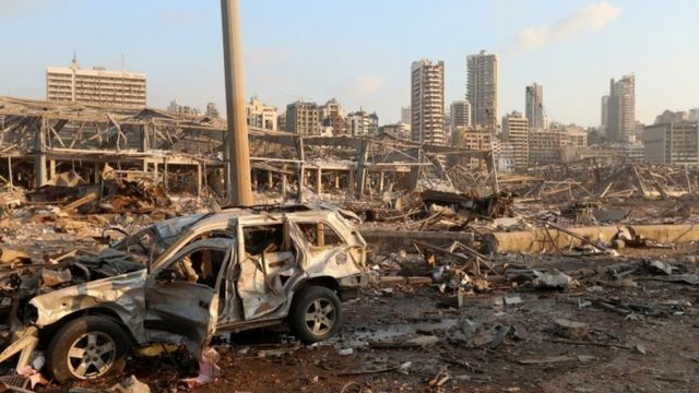 Zona destrozada por las llamas tras la explosión de Beirut.
