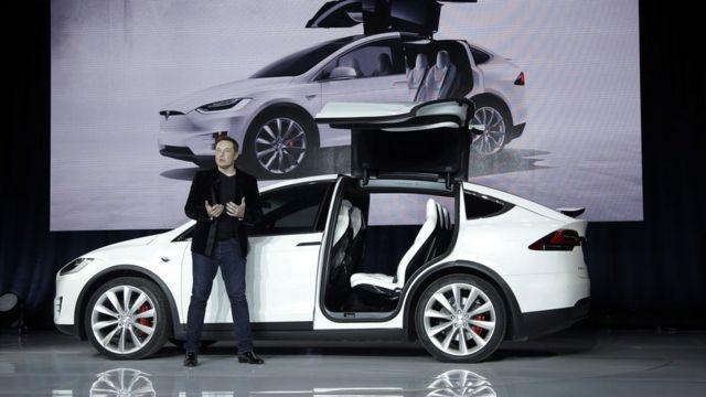 Tesla's Musk seeks 'hardcore engineers' to speed self-guiding car project