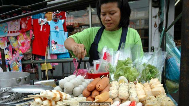 बुधवारी विक्रेते हिरव्या रंगाचे कपडे परिधान करतात.