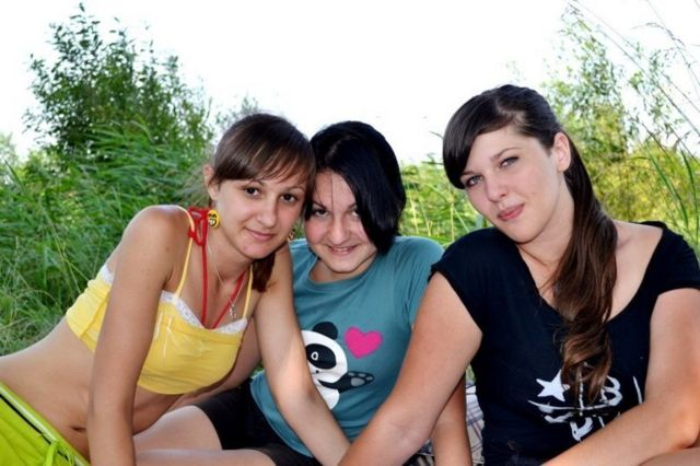 Модель Ангелина с друзьями