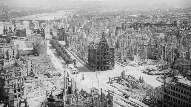 Дрезден после бомбардировки 1945 г.