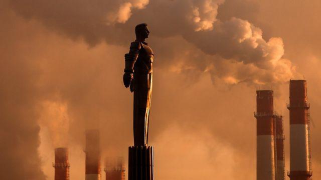 Un monumento a Yuri Gagarin en Moscú Gagarin, alunizaje, peligros, primer vuelo con tripulación, espacio