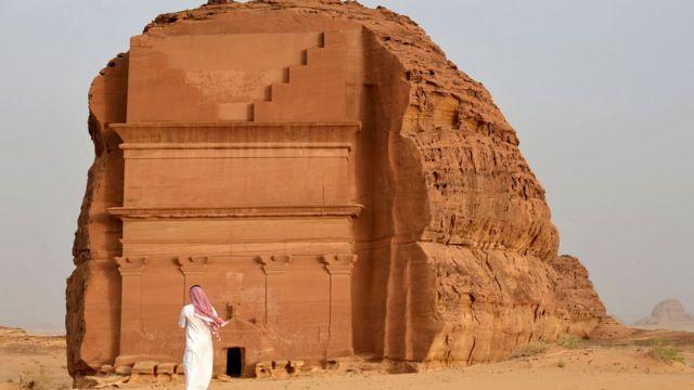 """玛甸沙勒(Madain Saleh)的古墓""""孤独城堡""""(Qasr al-Farid)被联合国教科文组织列入世界文明遗产名单"""