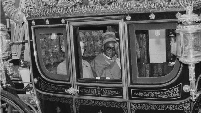 Shagari ati Ọbabinrin elisabẹti keji