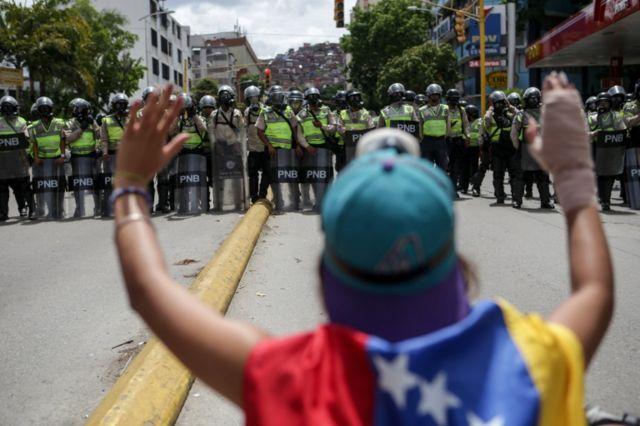 La oposición considera que la exigencia de elecciones debe hacerse en la calle.
