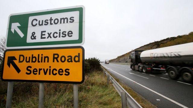 Estrada na passagem entre as Irlandas