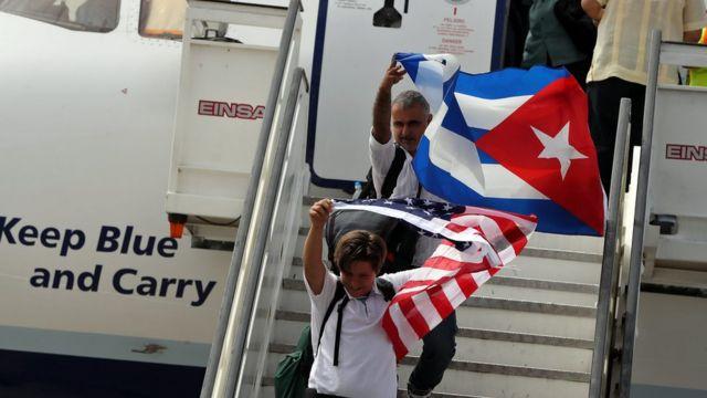 Пассажиры первого рейса из США на Кубу